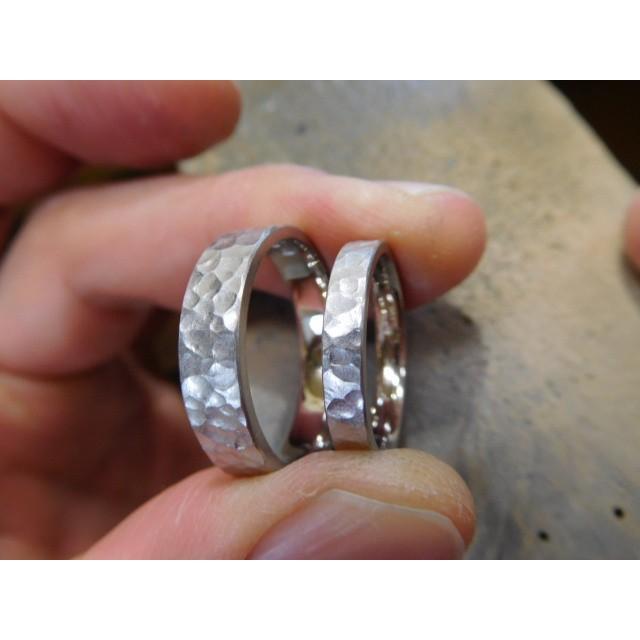 プラチナ 結婚指輪【本物の鍛造】平打ちに深い艶消しの槌目が美しい! 男性5ミリ幅 女性3ミリ幅 kouki 04