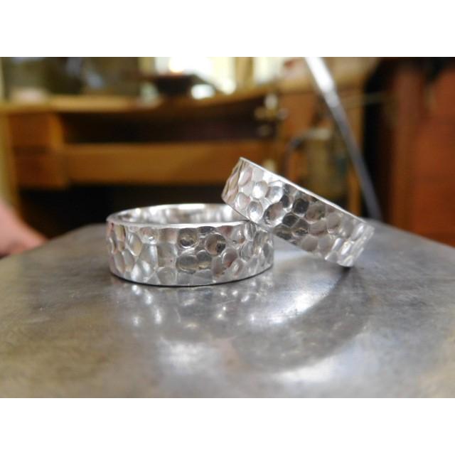 プラチナ 結婚指輪【本物の鍛造】極太の平打ちに艶消しの深い槌目が凄い! 男性7ミリ幅 女性6ミリ幅 kouki