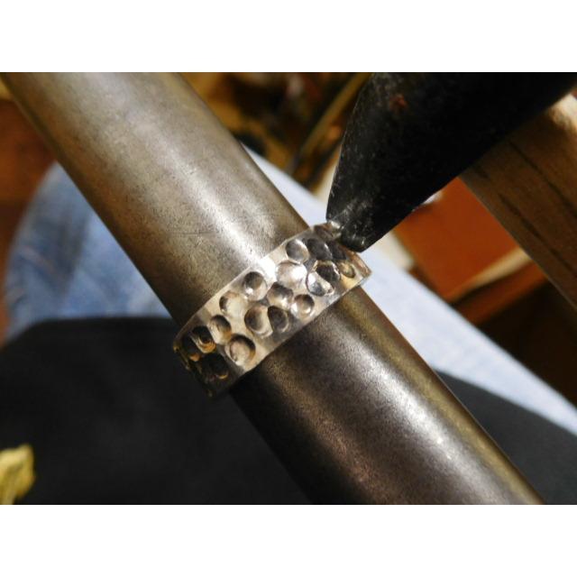 プラチナ 結婚指輪【本物の鍛造】極太の平打ちに艶消しの深い槌目が凄い! 男性7ミリ幅 女性6ミリ幅 kouki 17