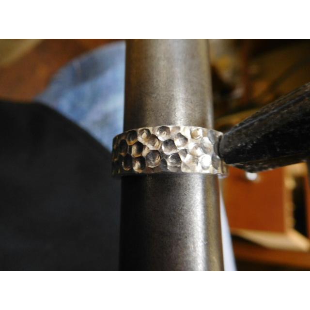 プラチナ 結婚指輪【本物の鍛造】極太の平打ちに艶消しの深い槌目が凄い! 男性7ミリ幅 女性6ミリ幅 kouki 18