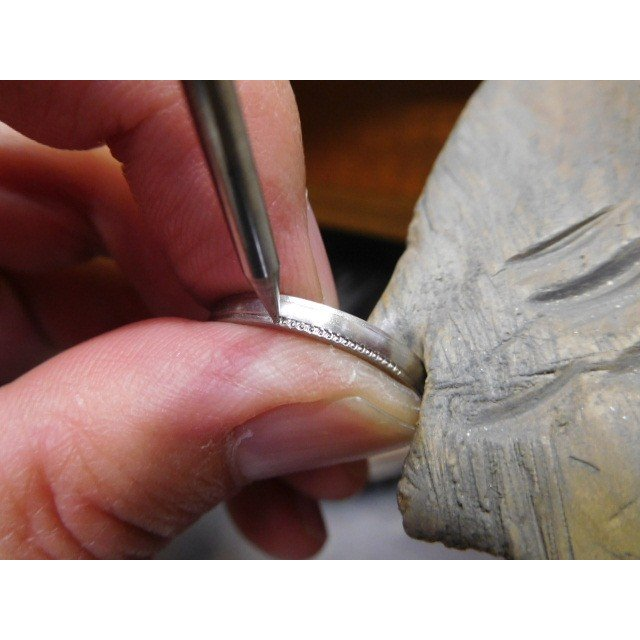 プラチナ 結婚指輪【本物の鍛造】シンプルな甲丸の両フチに 小さいミル打ち 幅2.6ミリ kouki 11