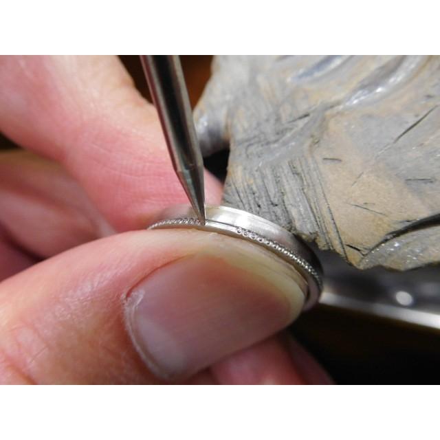 プラチナ 結婚指輪【本物の鍛造】シンプルな甲丸の両フチに 小さいミル打ち 幅2.6ミリ kouki 13