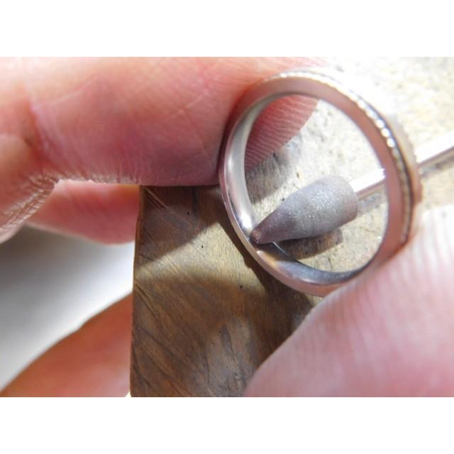 プラチナ 結婚指輪【本物の鍛造】シンプルな甲丸の両フチに 小さいミル打ち 幅2.6ミリ kouki 19
