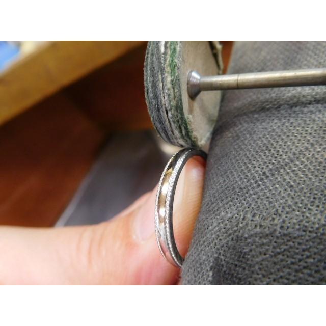 プラチナ 結婚指輪【本物の鍛造】シンプルな甲丸の両フチに 小さいミル打ち 幅2.6ミリ kouki 21