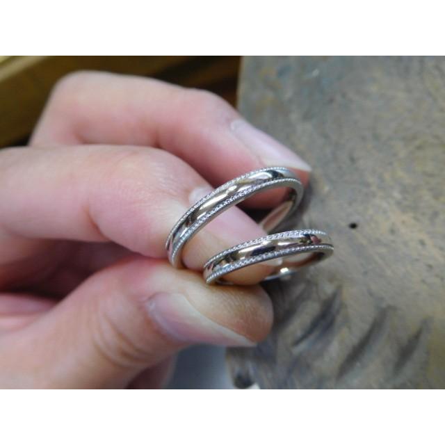 プラチナ 結婚指輪【本物の鍛造】シンプルな甲丸の両フチに 小さいミル打ち 幅2.6ミリ kouki 04