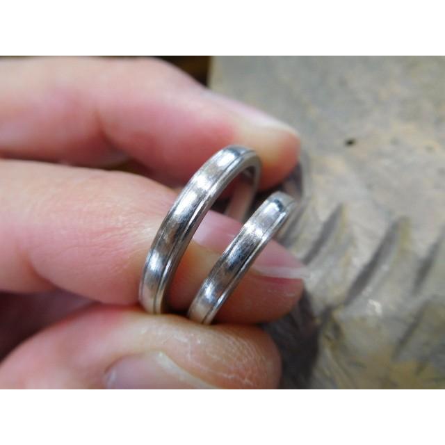 プラチナ 結婚指輪【本物の鍛造】シンプルな甲丸の両フチに 小さいミル打ち 幅2.6ミリ kouki 09