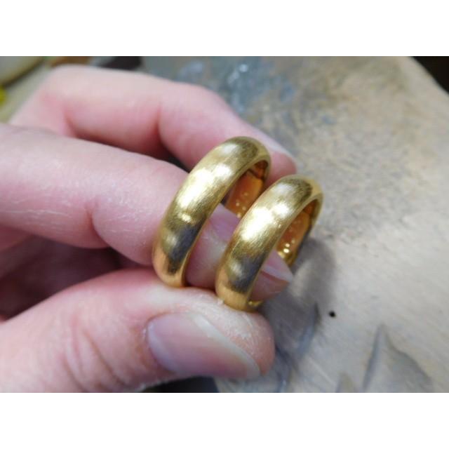 純金 結婚指輪【本物の鍛造】純金の荒仕上げ甲丸が美しい!ボリューミーな幅5ミリ&厚み2.3ミリ kouki