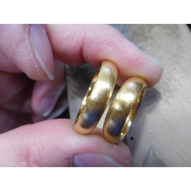 純金 結婚指輪【本物の鍛造】純金の荒仕上げ甲丸が美しい!ボリューミーな幅5ミリ&厚み2.3ミリ kouki 02