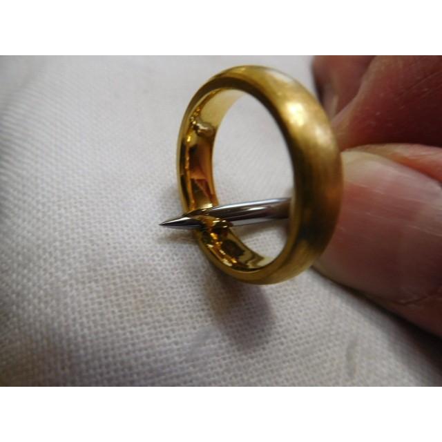 純金 結婚指輪【本物の鍛造】純金の荒仕上げ甲丸が美しい!ボリューミーな幅5ミリ&厚み2.3ミリ kouki 04