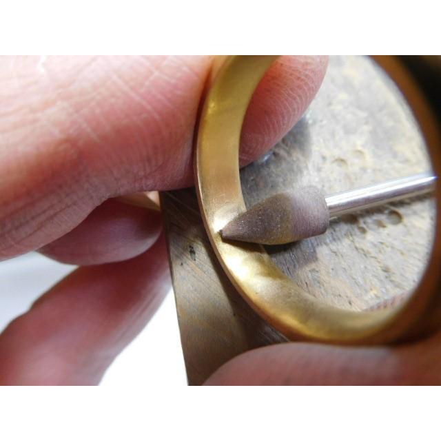 純金 結婚指輪【本物の鍛造】純金の荒仕上げ甲丸が美しい!ボリューミーな幅5ミリ&厚み2.3ミリ kouki 05