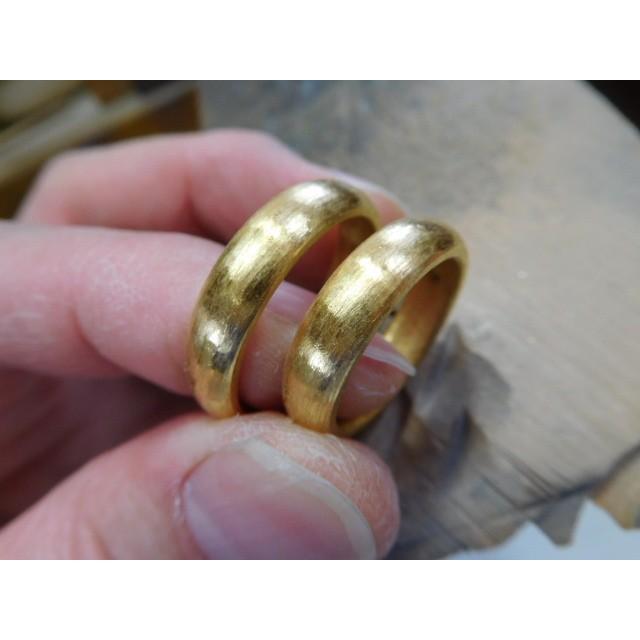 純金 結婚指輪【本物の鍛造】純金の荒仕上げ甲丸が美しい!ボリューミーな幅5ミリ&厚み2.3ミリ kouki 07