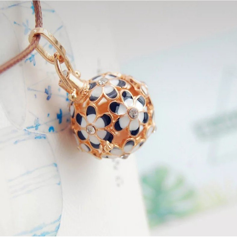 紐が可愛いお花のアロマペンダントネックレス アロマネックレス 白 黒 青 ピンク lanaaromashop 10