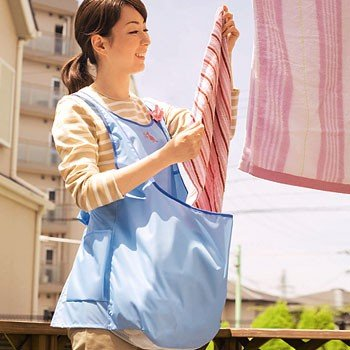 アイディア商品!洗濯物干しで腰をかがめる必要がないカンガルーランドリーエプロン