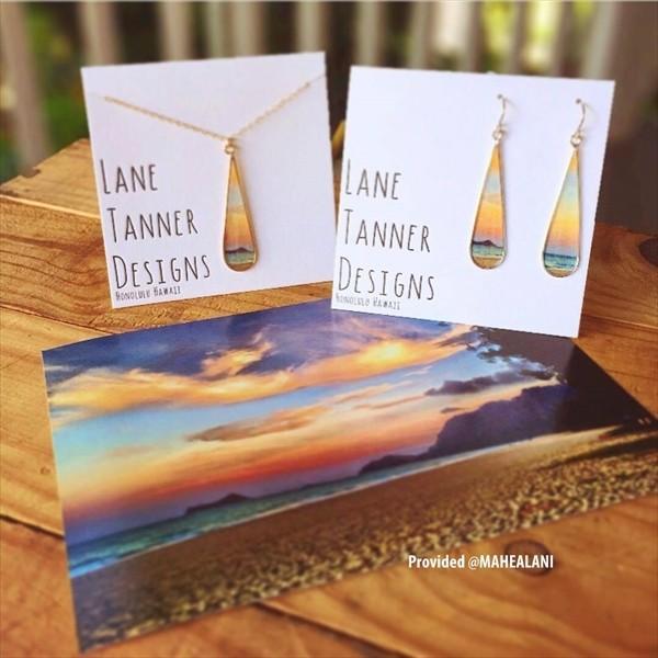 ハワイシーンの透明感、ステンドグラスの感動的な美しさを持つ新感覚NEWジュエリー!