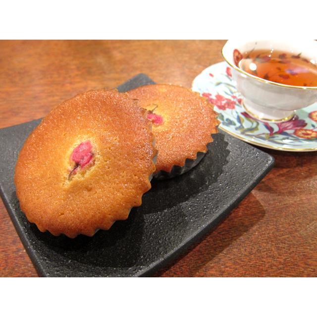 【さくらのマドレーヌ】(1個入り)桜の花をのせた蜂蜜マドレーヌ、濃厚でしっとり、期間限定|mayfair-net