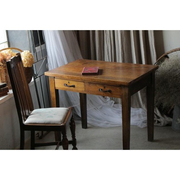 イギリス アンティーク 家具 シンプルなストレートレッグが魅力の小さめデスク(机)