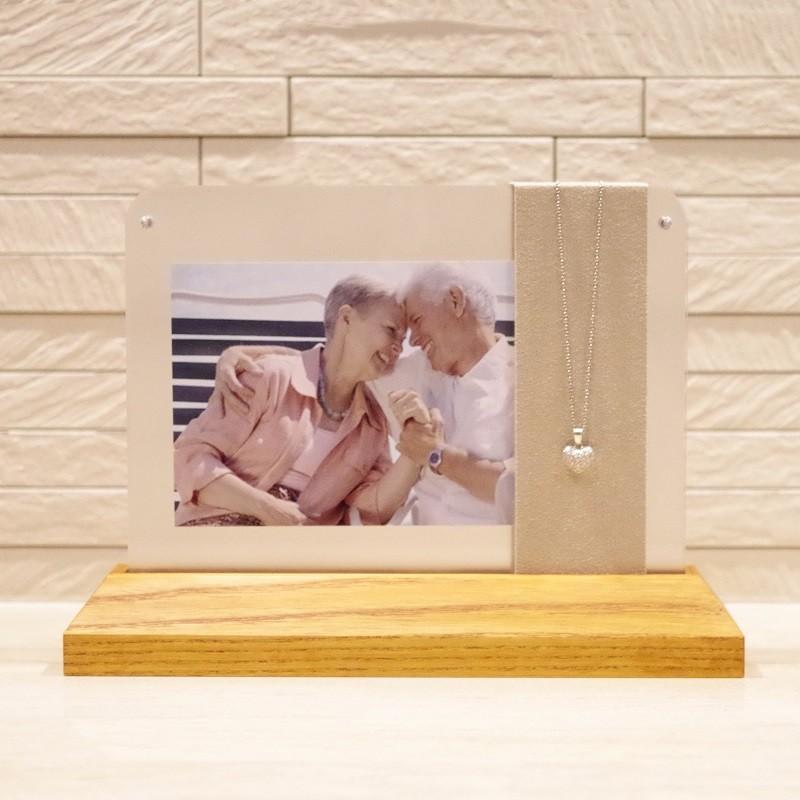 ソウルステージ/ネックレススタンド メモリアルペンダントとご家族の写真立が一体化した祈りのステージ memoriaareca 04
