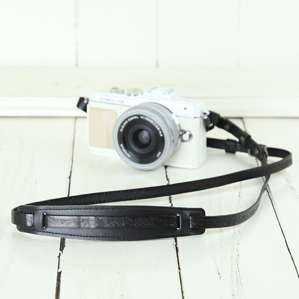 カメラストラップ camera strap 一眼レフ ミラーレス一眼用 イタリアンレザーのカメラストラップ camera strap 本革/リーフブラック|mi-na