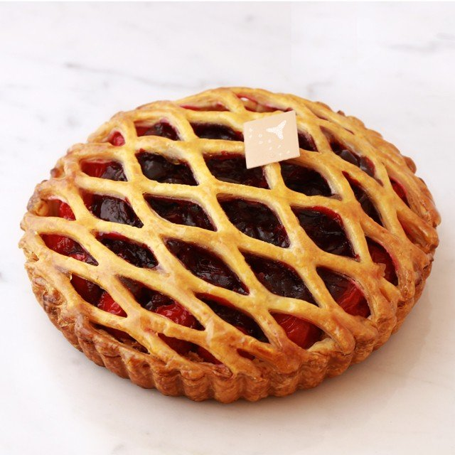 オリジナル フレンチチェリーパイ 〜フランス産チェリー使用〜(直径約15cm)【店鋪受取】お受け取りの3営業日前までにご予約。 monterosa-cake