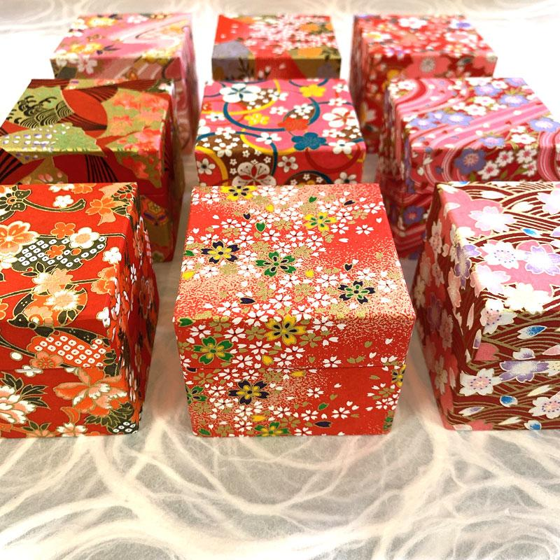 千代紙小箱 数量は多 直送商品 千代紙セット 友禅和紙 6.5x6.5cm 200枚入り 折り鶴 赤系 折り紙