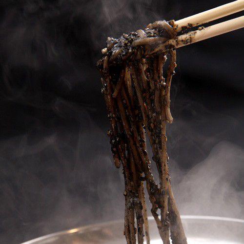 お鍋の追加に!ちゃんぽん麺★お鍋のしめや、ごまそばに相性バツグンです! motsuhiko 02
