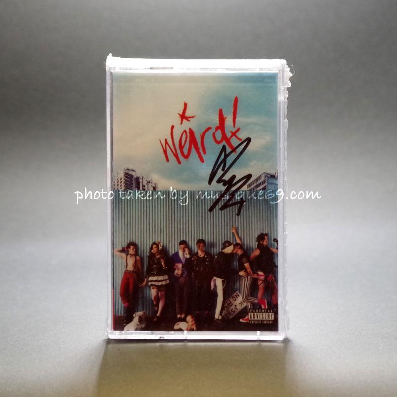ヤングブラッド Yungblud - Weird: Exclusive Autographed Edition (cassette)|musique69
