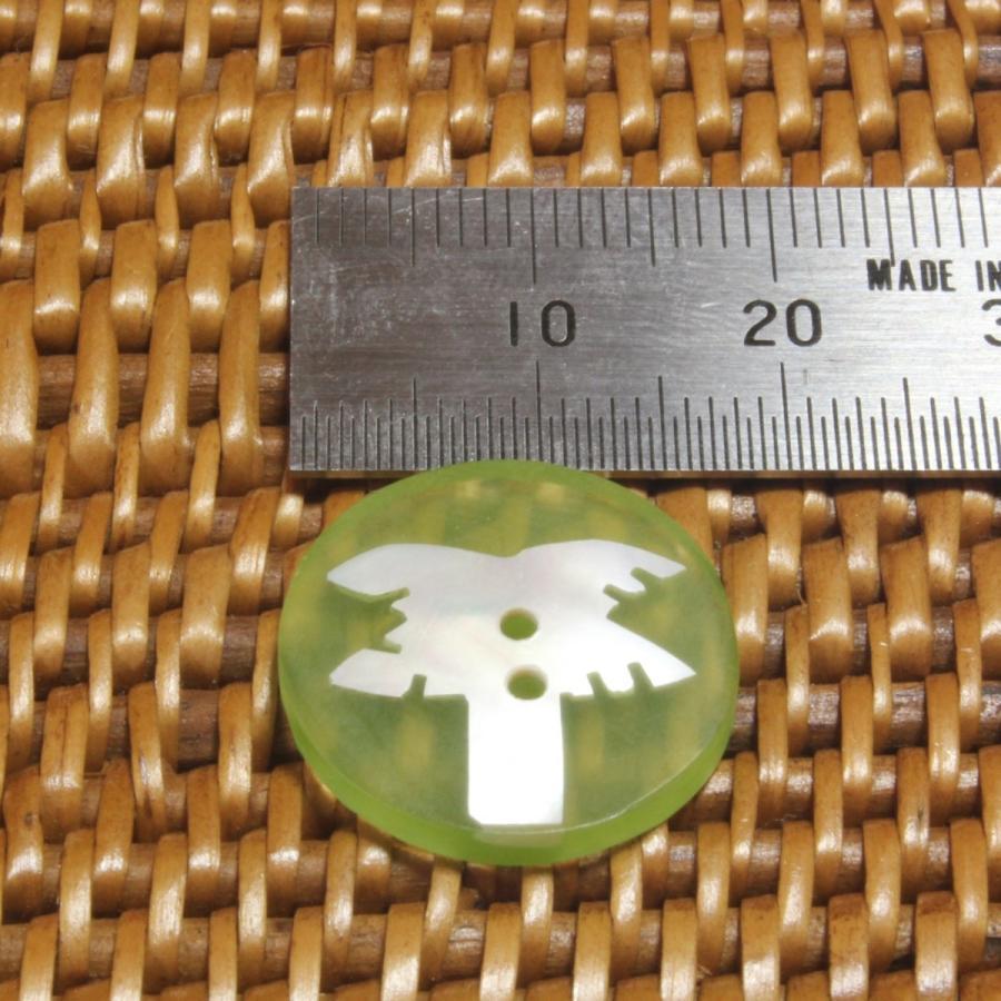 ★クリックポスト送料無料★ 貝ボタン バリ島雑貨 丸樹脂型緑色椰子の木模様/2穴/φ17mm/t2mm 1個入  mutasan 02