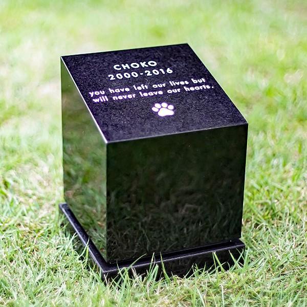 ペット供養 ペットのお墓 屋外 Petcoti Shikaku 四角 Lサイズ 文字彫刻あり 黒御影石 大理石 中原三法堂