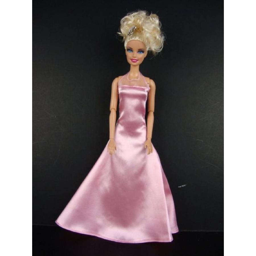 バービー人形 おもちゃ 着せ替え A Set of 4 Elegant Evening Gowns with Matching Wraps in Ye