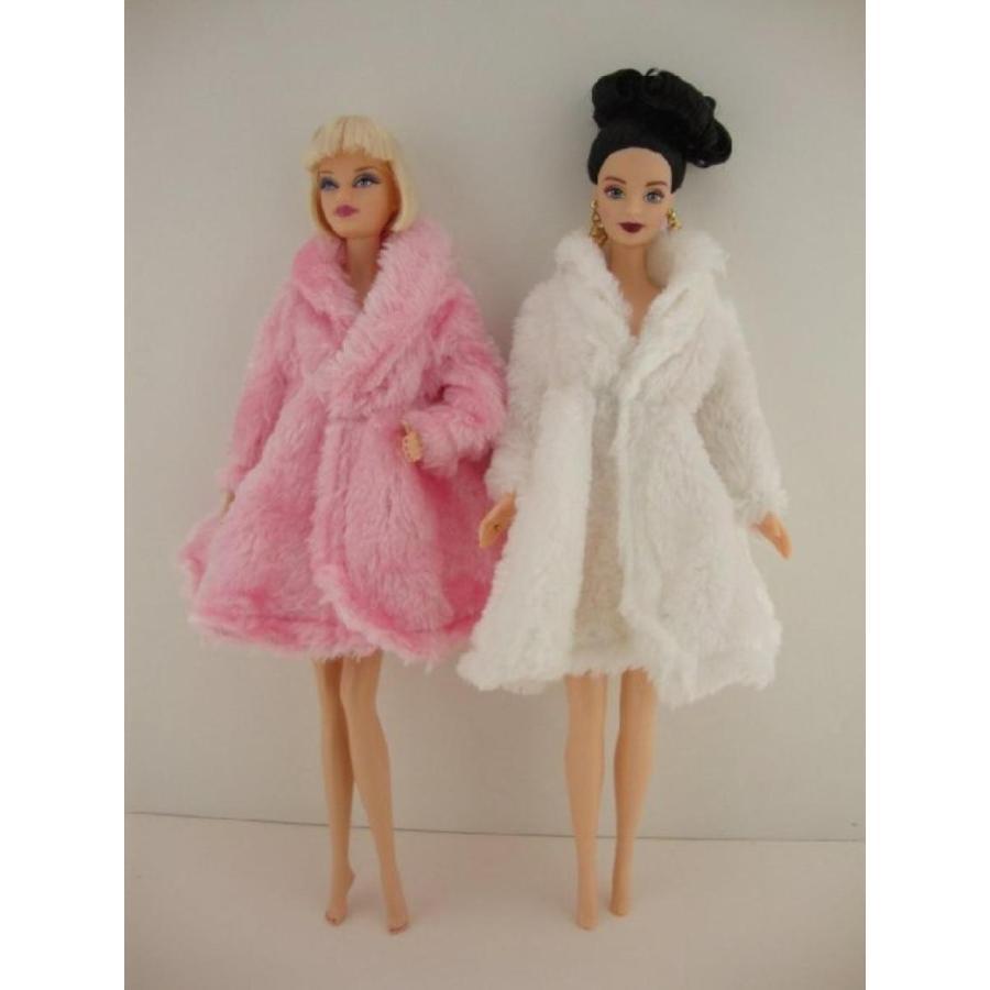 バービー人形 着せ替え おもちゃ A Set of 2 Short Length Fur Coats in 白い and ピンク Made to Fit the Barbie Doll 輸入品