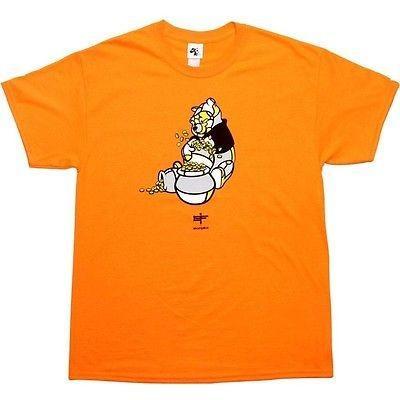 アスレチック ウェア アコンプライス Akomplice x David Flores Winnie the Pooh Tシャツ (ネオン オレンジ) WINNINGDOHNOR