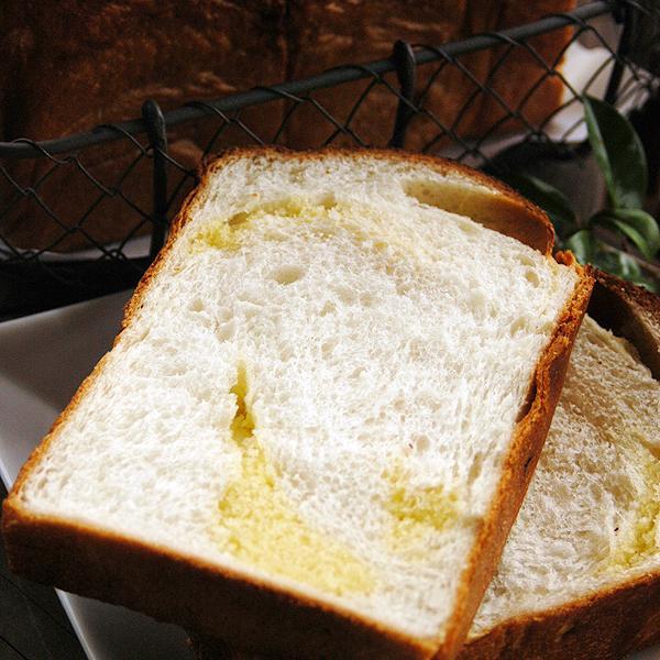 アマンド食パン 2斤  アーモンドたっぷりのケーキ生地が楽しめる食パンです。 pao 02