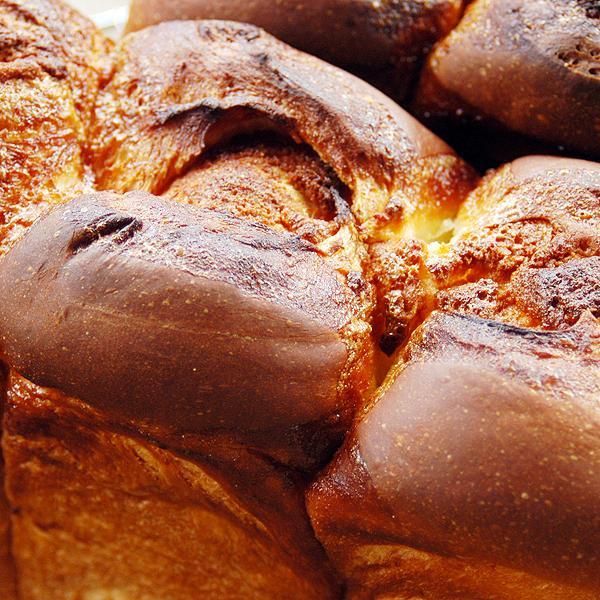 アマンド食パン 2斤  アーモンドたっぷりのケーキ生地が楽しめる食パンです。 pao 04