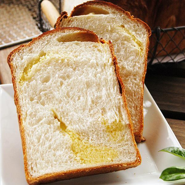 アマンド食パン 2斤  アーモンドたっぷりのケーキ生地が楽しめる食パンです。 pao 05