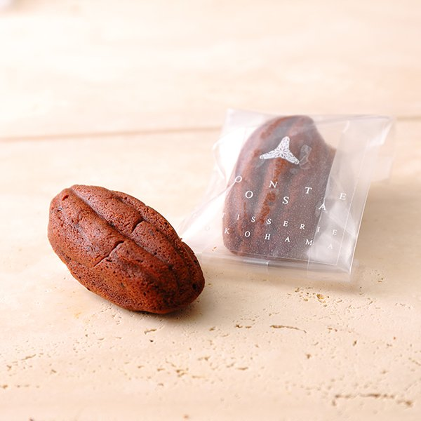 ショコラ・プリュノー   カカオ型に焼き上げたフランス産チョコレートとプルーンのケーク|patisserie-monterosa