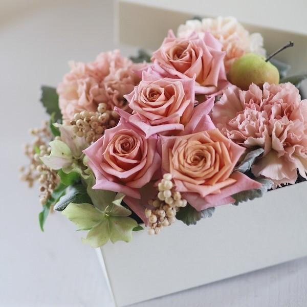 【クール便送料別】ピンク系ボックスアレンジメント「CUBE -ピンク-」|pualani-flowers
