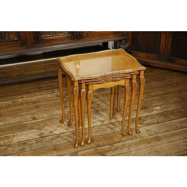 英国イギリスアンティーク家具 杢目がきれいなネストテーブル 猫脚 テーブル3点セット ウォールナット材 8067