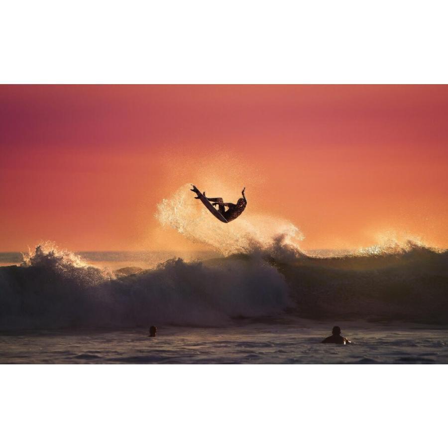 絵画風 壁紙ポスター 夕焼けのサーファー サーフィン ジャンプ 波 海