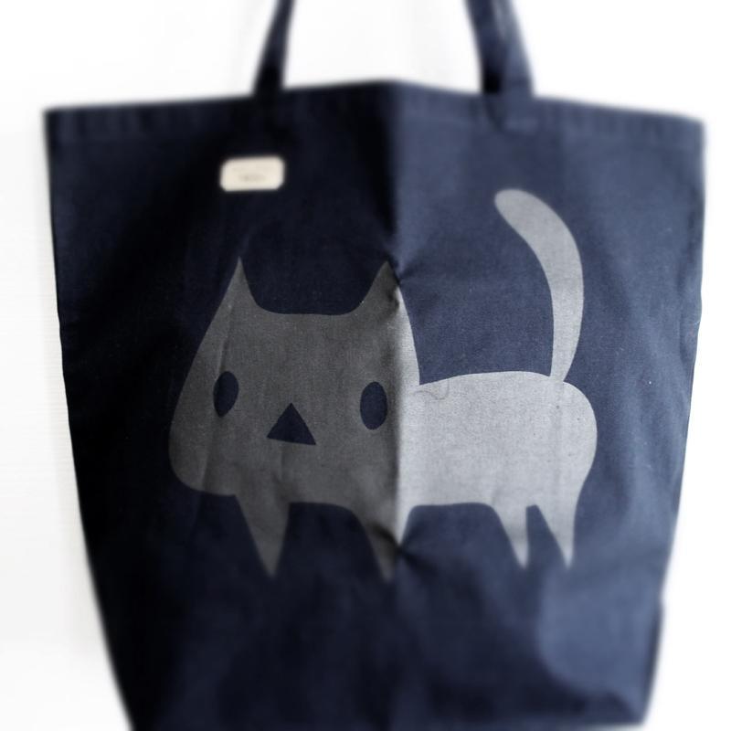 トートバッグ でっかい黒ネコ 猫 ねこ コットン ネイビー|room505|02