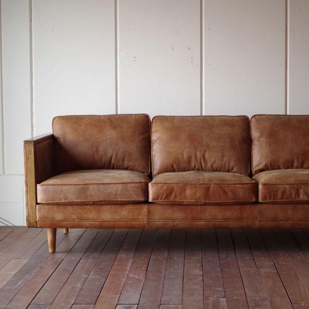 ・ヴィンテージレザーとウッドのソファー 3P 英国アンティークスタイル 北欧レトロモダン 本皮 古材ウッド 古材ウッド 無垢 ブラウン SOFA