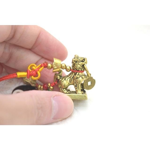 【メール便OK】 獅子 シシ ストラップ 銅製置物 ミニチュアサイズ 陰陽 鈴 古銭つき|ryu|03