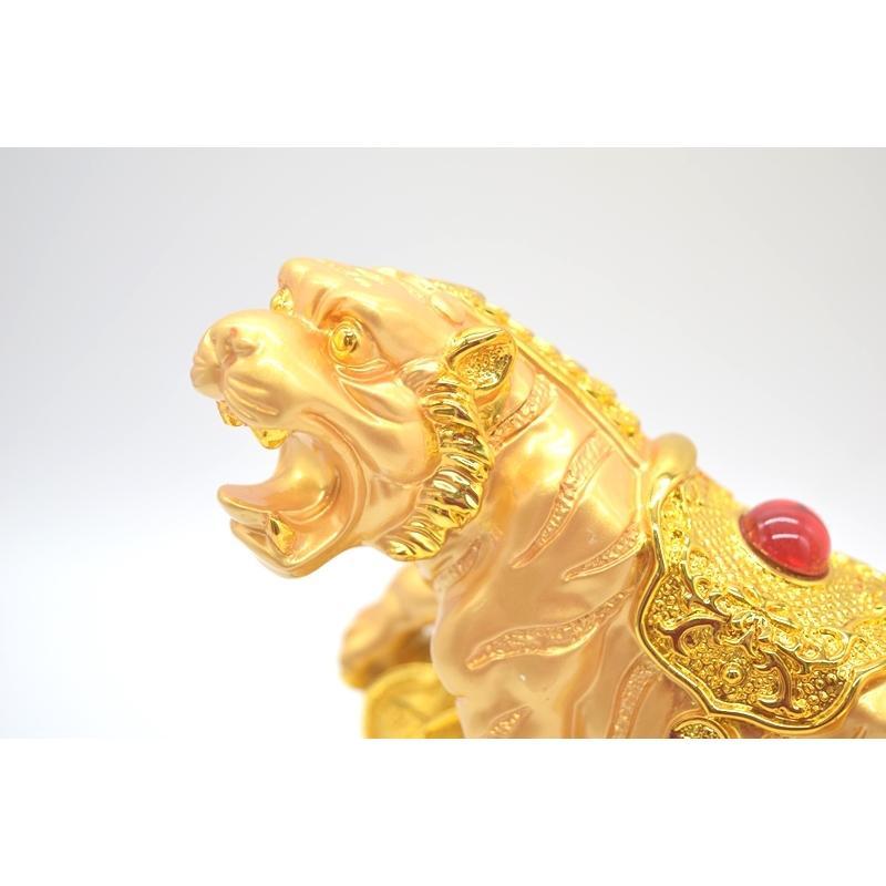 寅 虎 とら 樹脂製置物 聚宝盆 財宝牽き 台座付き 金色 十二支 21cm ryu 09