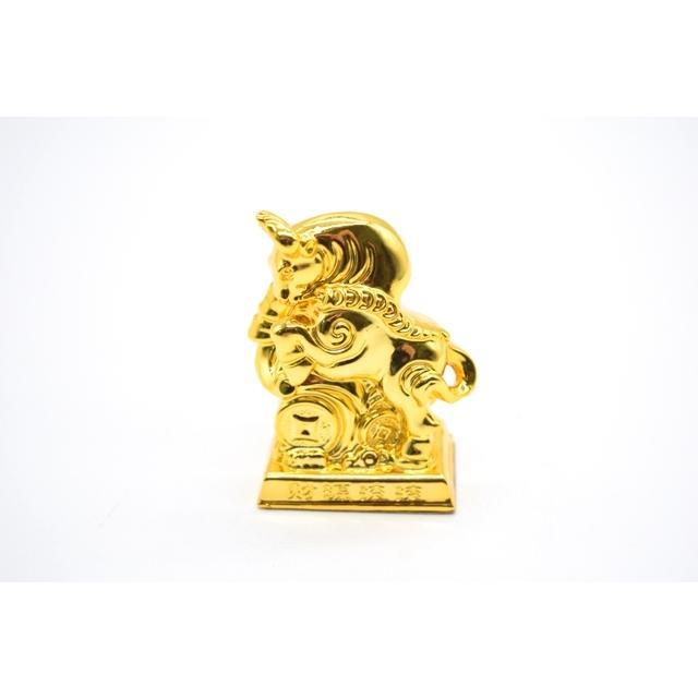 牛 丑 うし 樹脂製置物 台座付き 金色 コンパクトサイズ 8cm|ryu