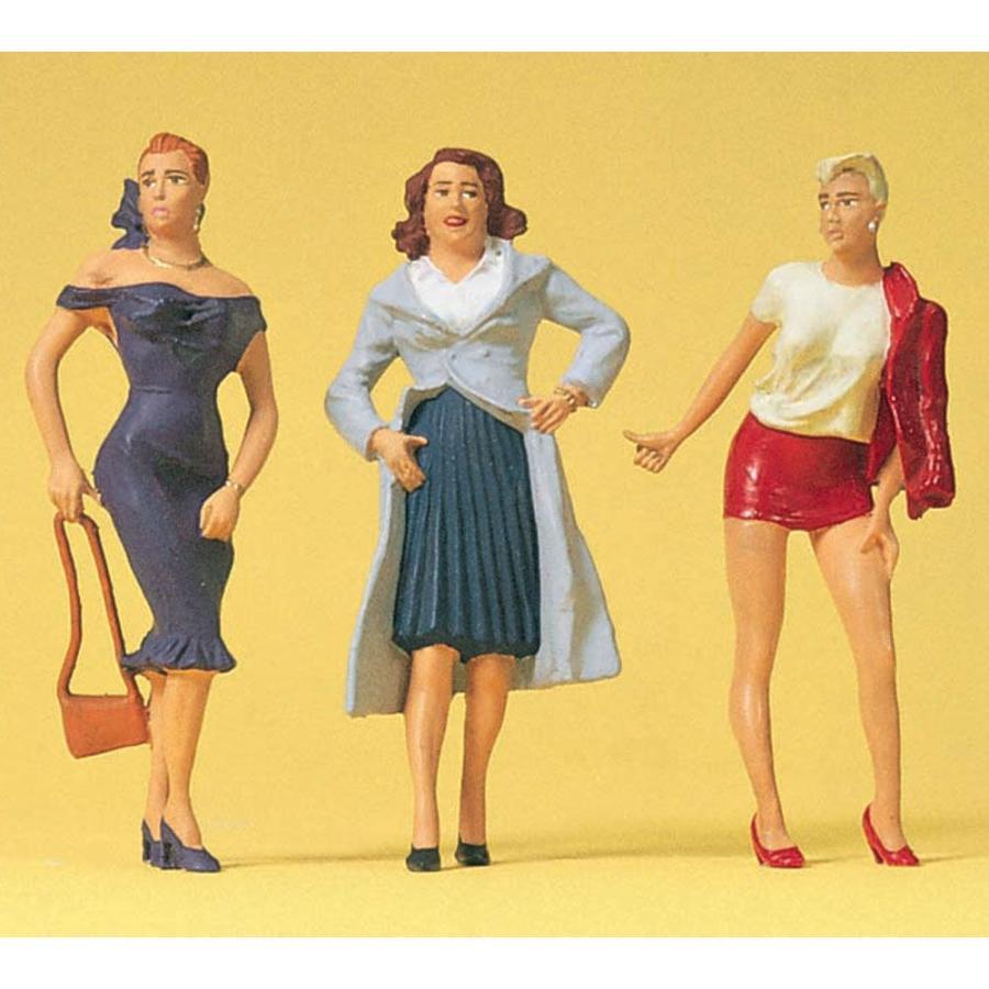 女性の通行人 :プライザー 塗装済完成品 1/32 63080