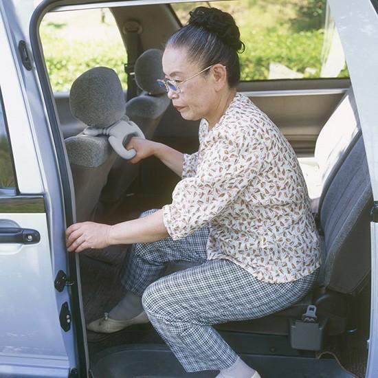 あんしん持手 車 補助具 手すり カー用品 高齢者 お年寄り 子供 介護 乗り降り安全 便利 荷物掛け サンコー ドライブ|sanko-online|05