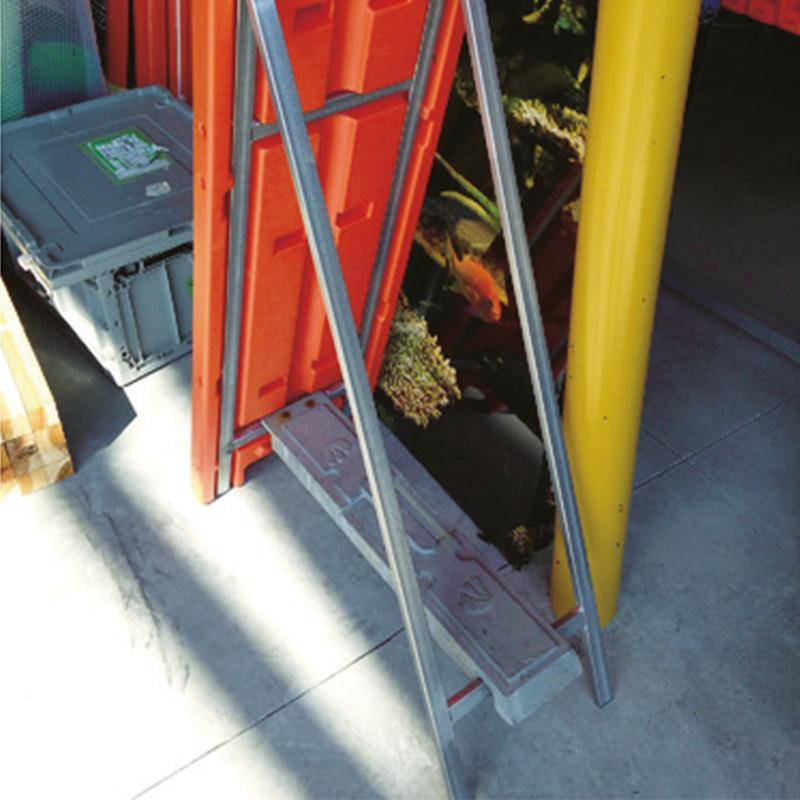 4個セット いもり君 工事看板用 重し 工事現場 転倒防止 仙台銘板 オリジナル ウエイト 鋳物 風対策 2951130 sendai-meiban 03