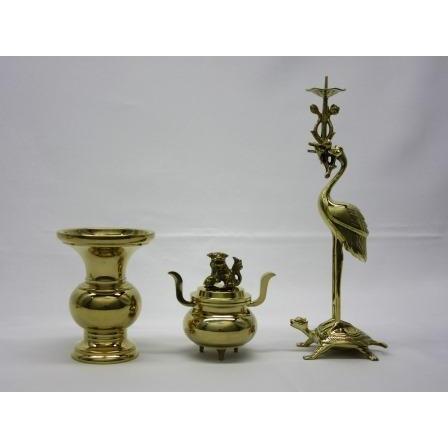 丸鶴 3具足 磨き 3.5寸 真宗大谷派用(東用)の仏具です 真鍮製