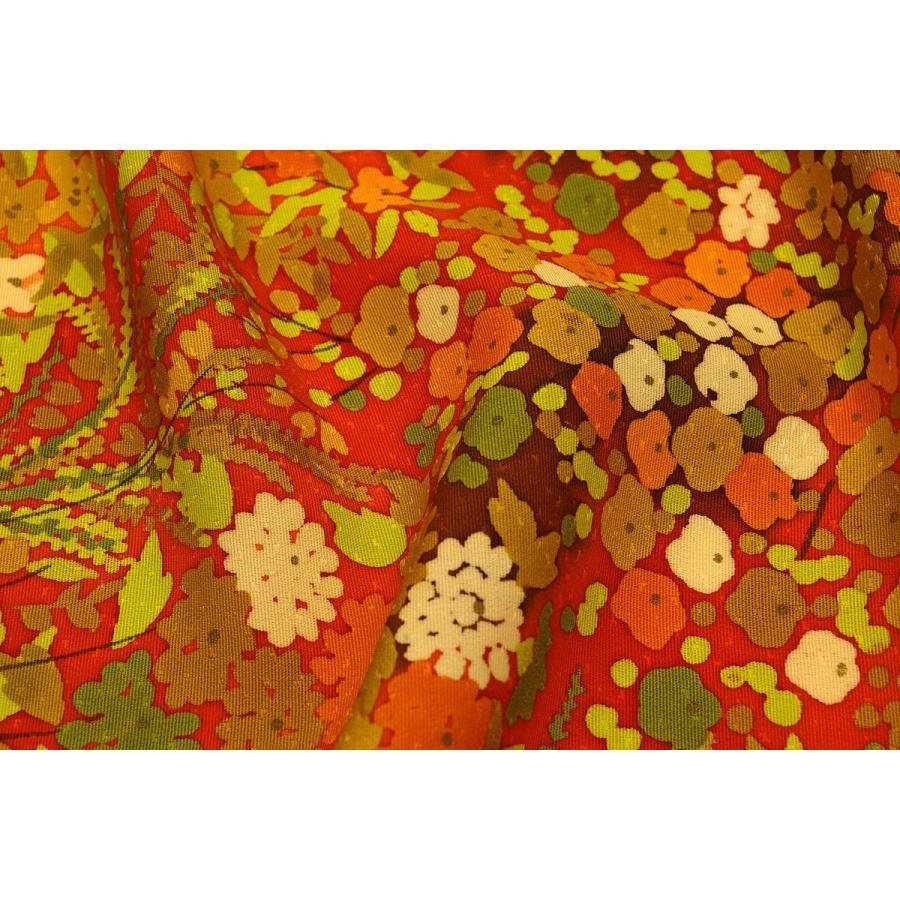シルク 一越ちりめん ローケツ染 お値打ち価格で 赤 公式ショップ オレンジ系の地色に小花文様 正絹 和柄 友禅 生地 衣装 ハギレ はぎれ 着物 和風
