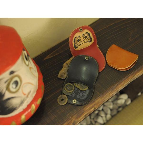 名入れ メッセージ 刻印付き 達磨柄ヌメ革小銭入れ!中に隠れたダルマが面白い!|studio-ichi|03