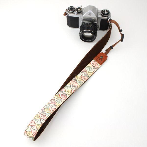カメラストラップ 一眼レフ 和柄 デジカメストラップ 着物n30色波